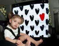 SIMPLY GOOD Záclonka do auta Hearts – čierno-biela